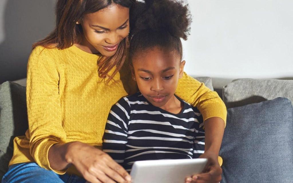 Hogyan beszélgessünk a gyerekkel az online biztonságról?