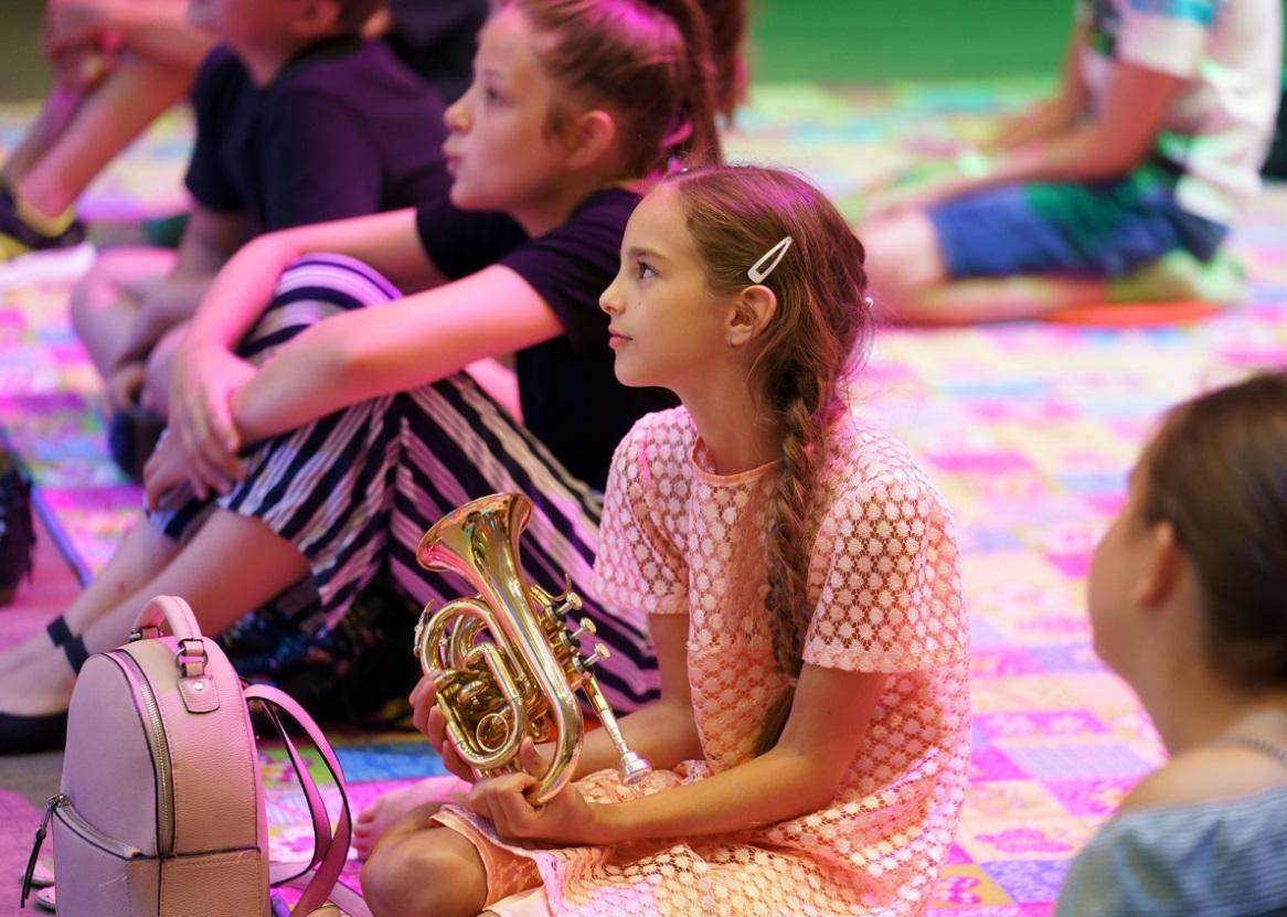 """""""Szórakoztatva közel hozni a klasszikus zenét a gyerekek szívéhez"""""""