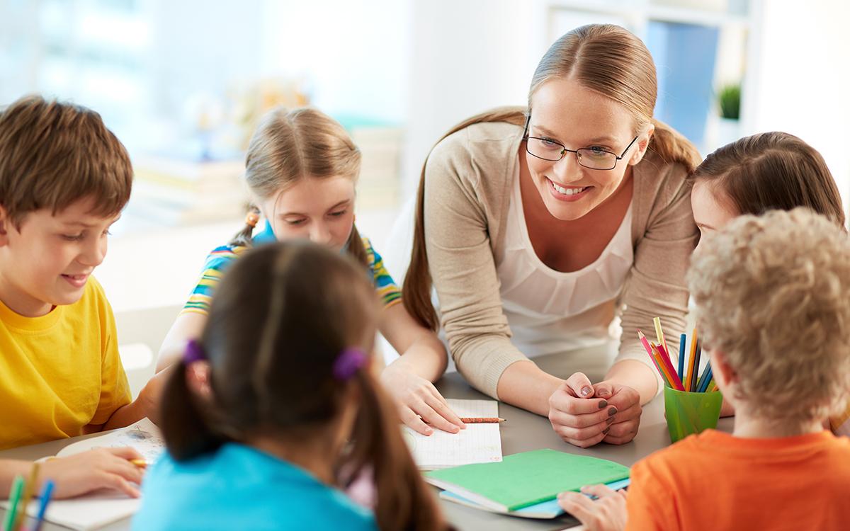 Hogyan neveljünk önálló és kreatív gyerekeket? – Szabadság és rend a tanórán