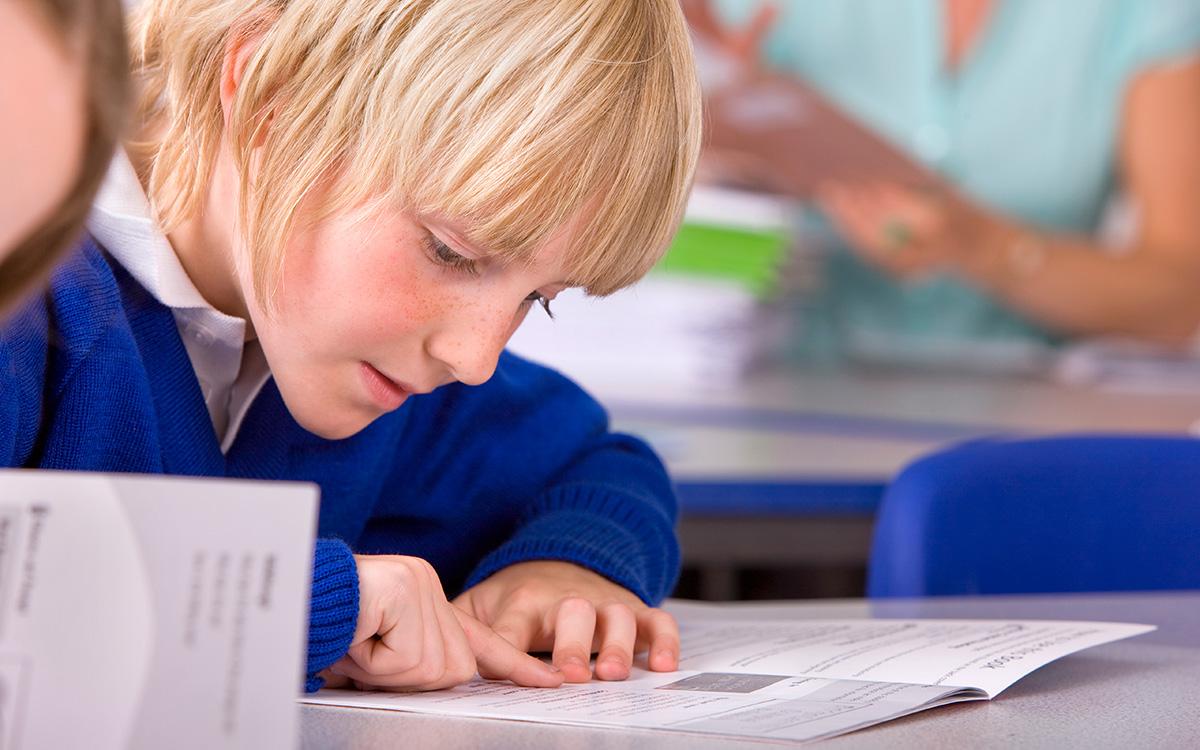 Mit jelent az, hogy a fiúk kapcsolati tanulók?